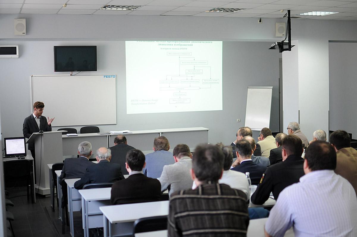 Успешная предзащита диссертации на кафедре Электронная техника СевГУ Выступление Начарова на предзащите диссертации