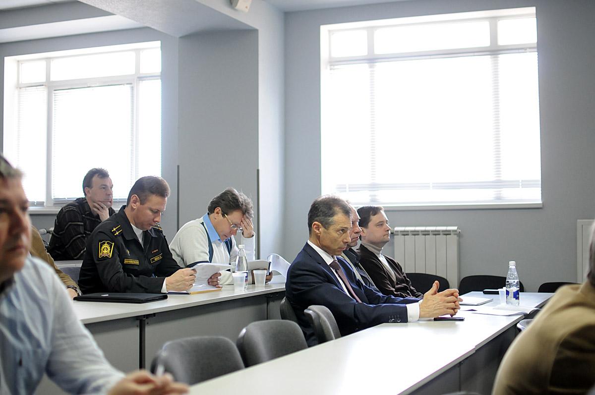 Успешная предзащита диссертации на кафедре Электронная техника СевГУ Приглашенные на предзащиту диссертации представители профелирующих предприятий
